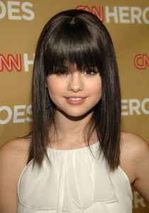 selena2 210x300 Top 10 Hairstyles from Selena Gomez