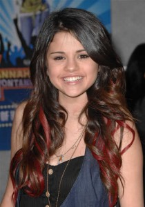 selena8 210x300 Top 10 Hairstyles from Selena Gomez