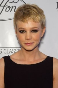 carey mulligan5 200x300 Carey Mulligans Pixie Cut
