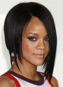rihanna 220x300 Rihannas Long Bob