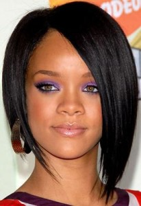 rihanna2 206x300 Rihannas Long Bob