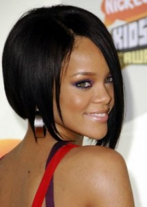 rihanna3 214x300 Rihannas Long Bob