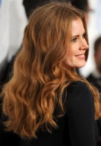 amy adams2 208x300 Amy Adams Wavy Hairstyle