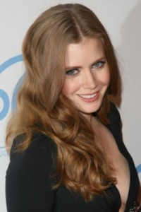 amy adams3 200x300 Amy Adams Wavy Hairstyle