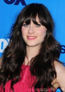 zooey deschanel6 213x300 Zooey Deschanels Hairstyle with Bangs