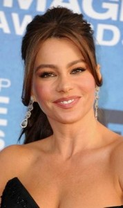 sofia vergara 178x300 Sofia Vergaras Ponytail With Bangs
