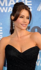 sofia vergara5 175x300 Sofia Vergaras Ponytail With Bangs