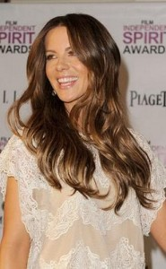 kate beckinsale4 185x300 Kate Beckinsales Wavy Hairstyle