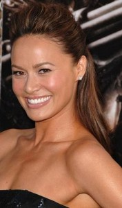 moon bloodgood4 177x300 Moon Bloodgoods Straight Hairstyle