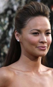 moon bloodgood6 184x300 Moon Bloodgoods Straight Hairstyle