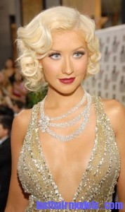christina aguilera 178x300 Hairstyle With Monroe Curls