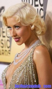 christina aguilera2 177x300 Hairstyle With Monroe Curls