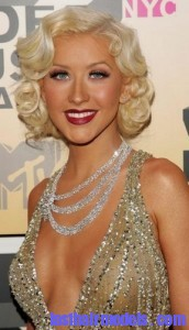 christina aguilera4 172x300 Hairstyle With Monroe Curls