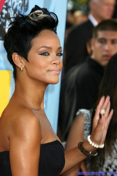 2008+MTV+Video+Music+Awards+Arrivals+CJ l6LXaAZ5l Rihanna's bob fohawk style: With a hint of blonde this time!