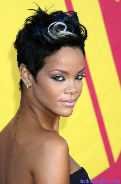 2008+MTV+Video+Music+Awards+Arrivals+EHCfnjN JN l Rihanna's bob fohawk style: With a hint of blonde this time!