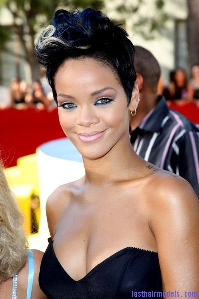 2008+MTV+Video+Music+Awards+Arrivals+RD9PgRwVR1Gl Rihanna's bob fohawk style: With a hint of blonde this time!