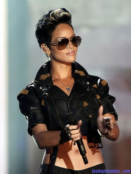 2008+MTV+Video+Music+Awards+Show+0Nu75 9z5vOl Rihanna's bob fohawk style: With a hint of blonde this time!