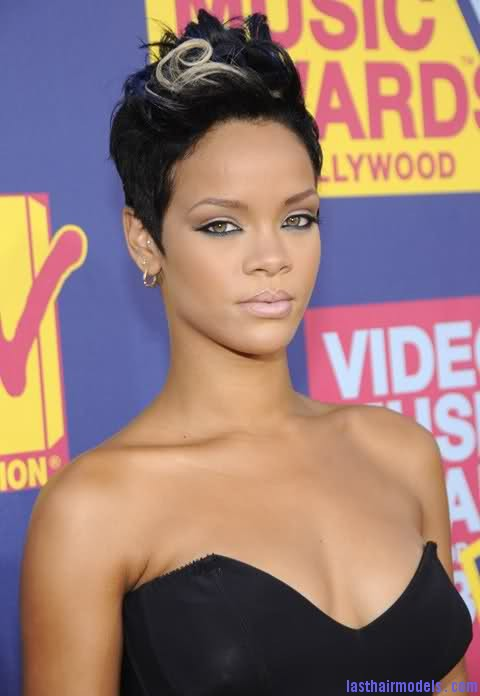 35k8qx5 Rihanna's bob fohawk style: With a hint of blonde this time!