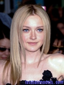 800748285 Dakota Fanning's simple sleak hairdo: not a hair out of place and you look stunning!!