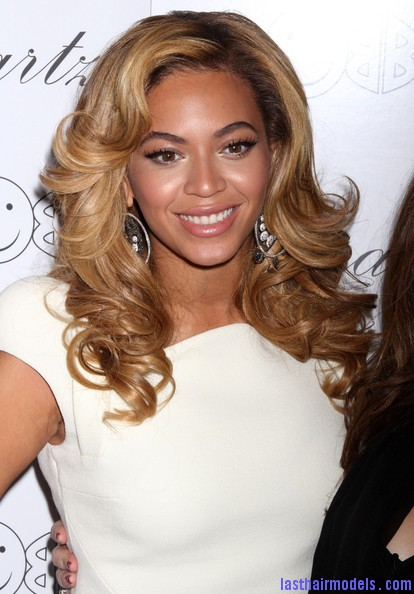 Beyonce+Knowles+Beyonce+Hosts+Lorraine+Schwartz+7mnhvHpPF7ql Beyonce's thick loose curls: Cocktail party style!