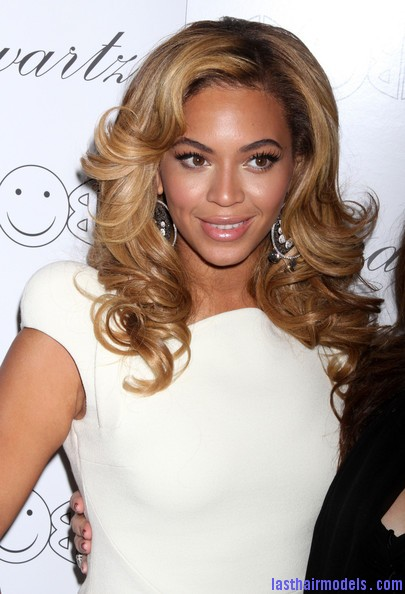 Beyonce+Knowles+Beyonce+Hosts+Lorraine+Schwartz+8Wz Qiq5dpil Beyonce's thick loose curls: Cocktail party style!