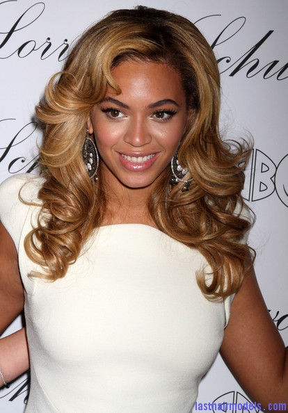 Beyonce+Knowles+Beyonce+Hosts+Lorraine+Schwartz+A1PtcF0uLTkl Beyonce's thick loose curls: Cocktail party style!