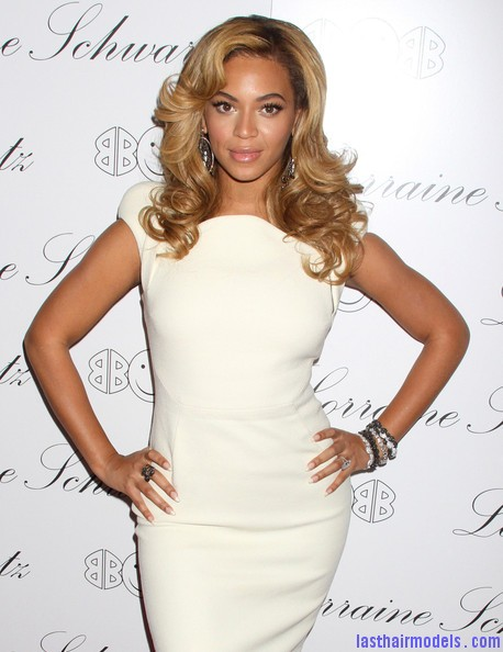 Beyonce+Knowles+Beyonce+Hosts+Lorraine+Schwartz+Lp117QSrs6Cl Beyonce's thick loose curls: Cocktail party style!