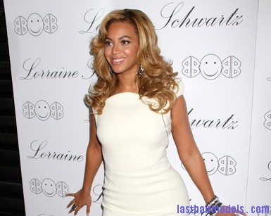 Beyonce+Knowles+Beyonce+Hosts+Lorraine+Schwartz+rdFcdBfP9lHl Beyonce's thick loose curls: Cocktail party style!