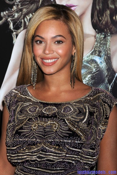 Beyonce+Knowles+Beyonce+Release+World+Tour+VCSKy M8bpTl Beyonce Knowles ultimate sleek hair: Extra straight with darker roots!