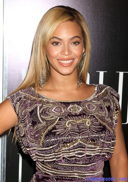 Beyonce+Knowles+World+Tour+New+York+Screening+OtyjiCzORY4l Beyonce Knowles ultimate sleek hair: Extra straight with darker roots!