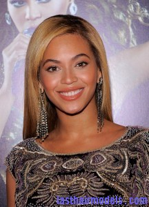 Beyonce+Knowles+World+Tour+New+York+Screening+crl8FI RQb1l 216x300 Beyonce+Knowles+World+Tour+New+York+Screening+crl8FI RQb1l