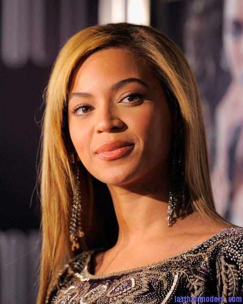 Beyonce+Knowles+World+Tour+New+York+Screening+eGUzApdkY3Bl Beyonce Knowles ultimate sleek hair: Extra straight with darker roots!