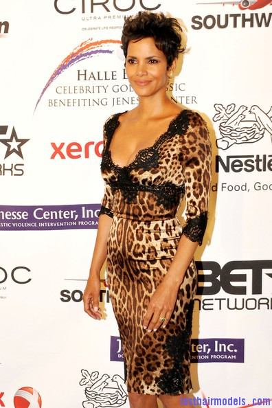 Halle+Berry+Celebs+Jenesse+Silver+Rose+Awards+D4uaE0I0o9Ql Halle Berry's short pixie haircut: shorn up in style!