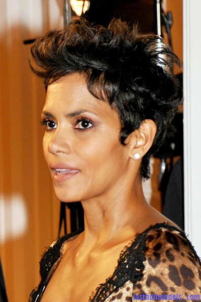 Halle+Berry+Celebs+Jenesse+Silver+Rose+Awards+OpRREmOG68Hl Halle Berry's short pixie haircut: shorn up in style!