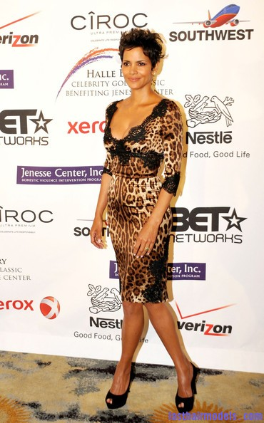 Halle+Berry+Dresses+Skirts+Print+Dress+QK1brCQG Zll Halle Berry's short pixie haircut: shorn up in style!