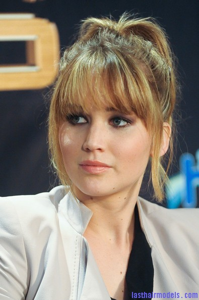 Jennifer+Lawrence+Hunger+Games+Cast+Broward+45JGYWrkdTvl Jennifer Lawrence's bangs with ponytail: A great messy look!!