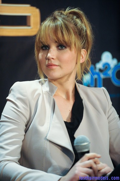 Jennifer+Lawrence+Hunger+Games+Cast+Broward+Yc9HqiRVjT4l Jennifer Lawrence's bangs with ponytail: A great messy look!!