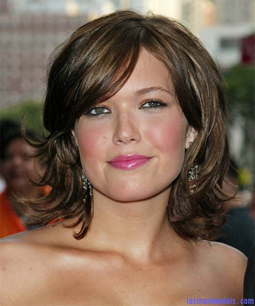 Medium Layered Bob Hair Style 2011 Layered short bob: Create your attitude!!