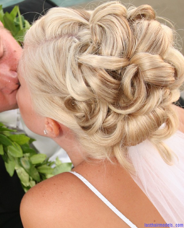 Popular Wedding Hairstyles Wedding on the row: different wedding hairstyles.