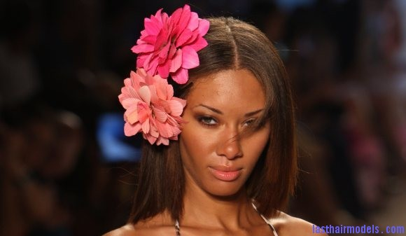 Style pick of the day floral hairclips Flowers adorning loose hair: pick for summer beach time!!