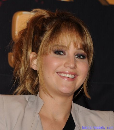 The Hunger Games Broward Mall Tour Plantation Florida jennifer lawrence 29616455 475 594 Jennifer Lawrence's bangs with ponytail: A great messy look!!