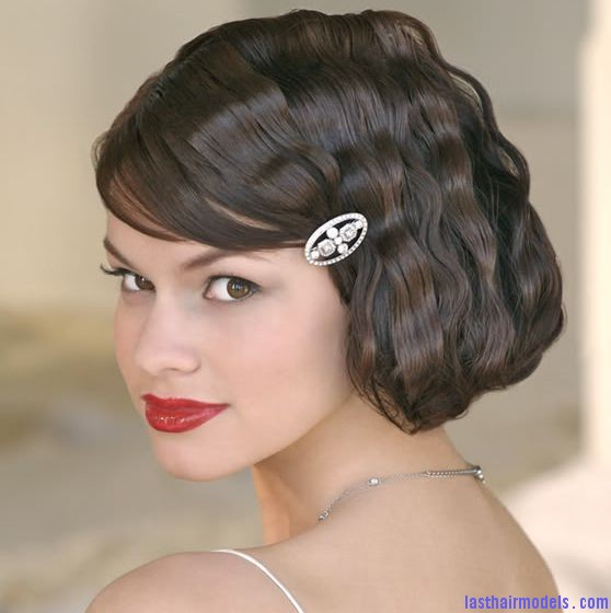 Wavy short wedding hairstyle with beautiful crystal hairclip and side bang Wedding on the row: different wedding hairstyles.