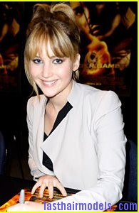 jennifer lawrence broward mall hunger games tour Jennifer Lawrence's bangs with ponytail: A great messy look!!