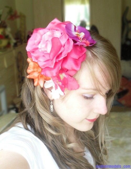 lorna burford flower hair 2 new Flowers adorning loose hair: pick for summer beach time!!