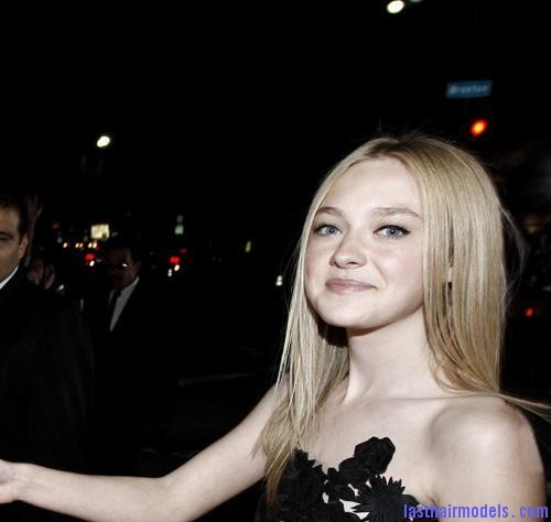 new moon 11169 20 Dakota Fanning's simple sleak hairdo: not a hair out of place and you look stunning!!