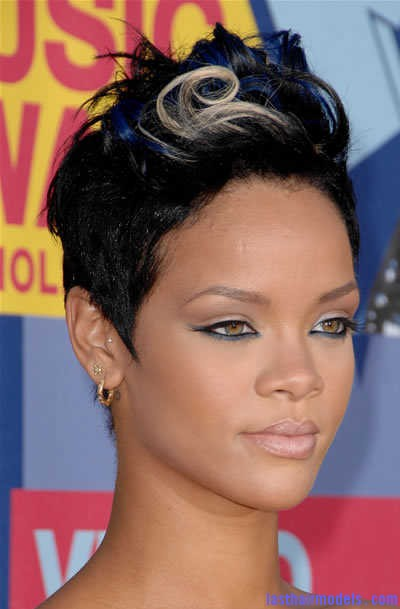 rihanna short hairstyle 2008 mtv video music awards Rihanna's bob fohawk style: With a hint of blonde this time!
