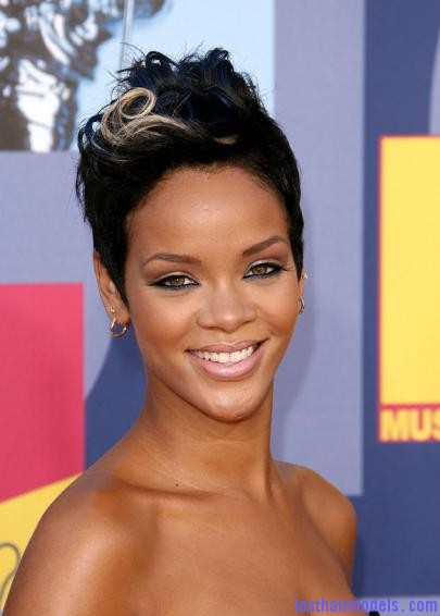the 2008 mtv video music awards Rihanna's bob fohawk style: With a hint of blonde this time!