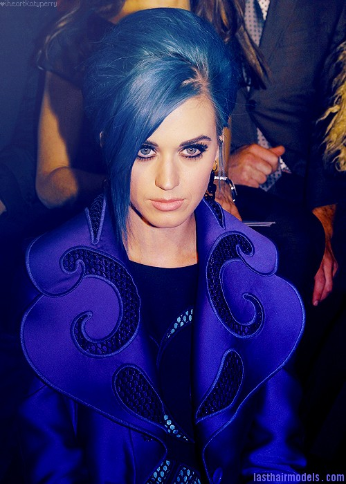 tumblr m0ca4nepqW1qzbagvo1 500 Katy Perry's long side bang : Classy blue bun in style!