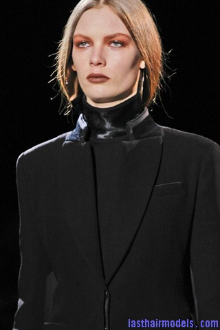 00010big 320x4804 Invented faux bob effect at the Givenchy fashion show: Mystery unflooded!
