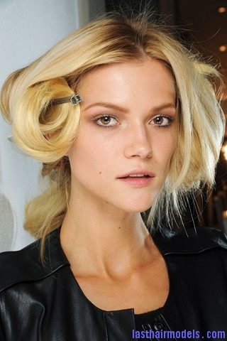 00040big 320x4806 Thick wavy hairstyle at Versace.